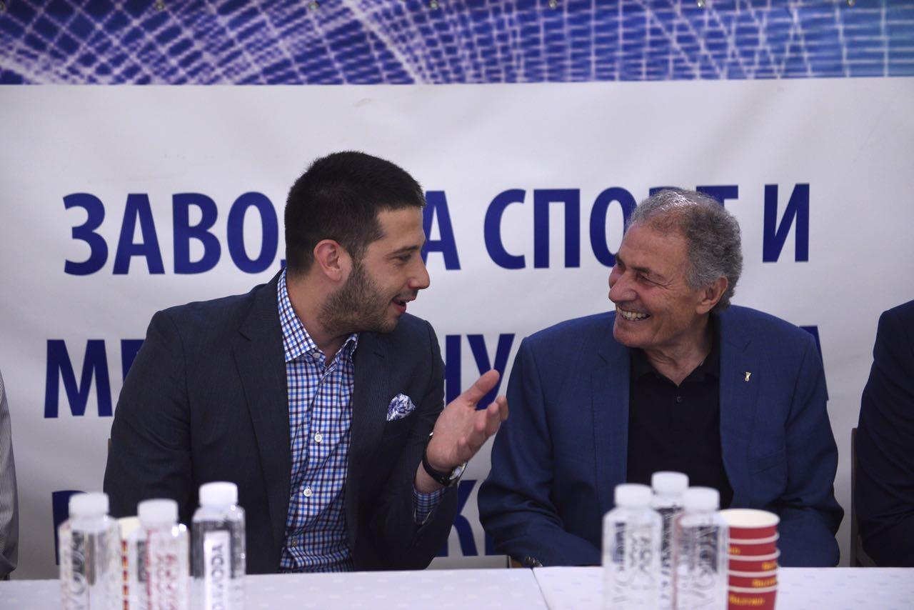 Ministar Udovičić i predsednik Međunarodne rukometne federacije na dečijem festivalu