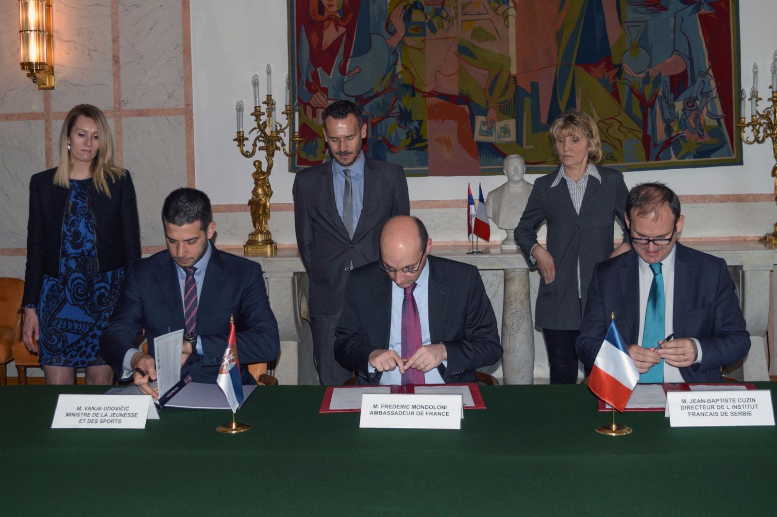 Министар Удовичић потписао споразум са амбасадором Француске и директором Француског института