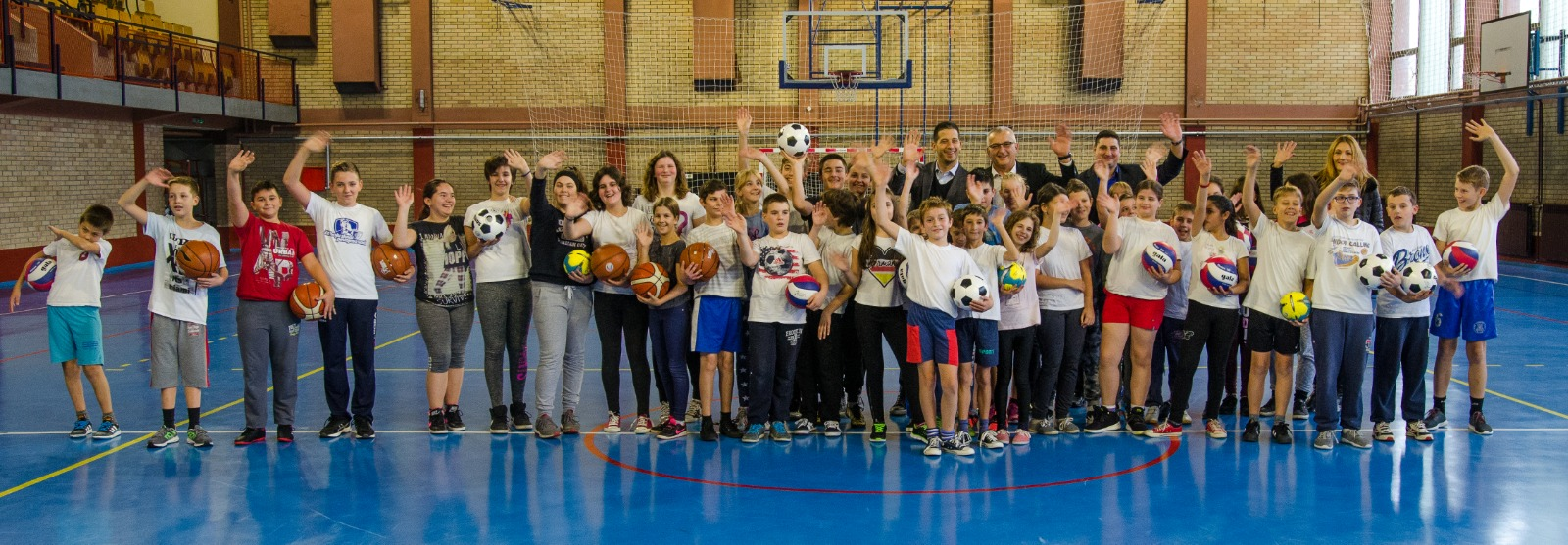 Министар Удовичић посетио општину Кула и уручио вредну донацију у спортској опреми школама