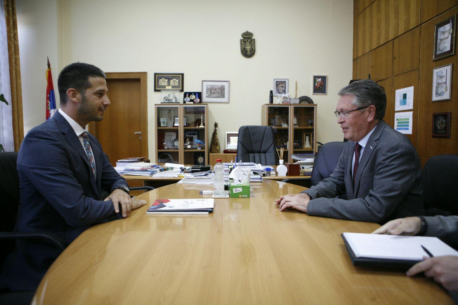 Министар Удовичић на протоколарном састанку са амбасадором Чепурином