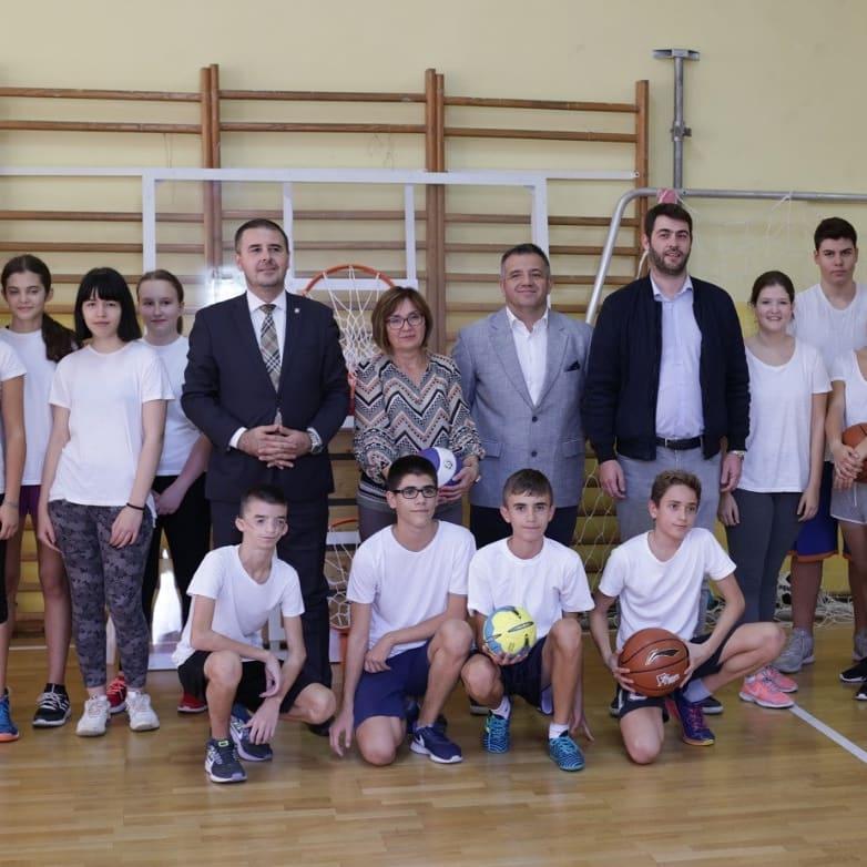 Донирана спортска опрема у пет основних школа које похађа 3000 ученика и Пионирском граду који посети 10.000 деце годишње