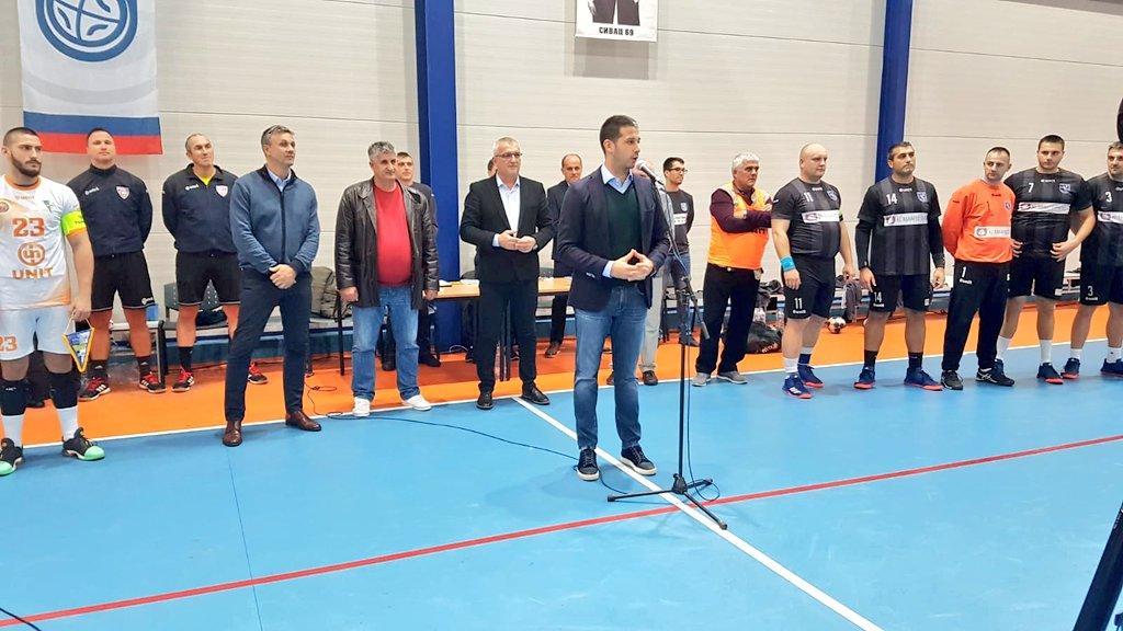 Министар Удовичић посетио општину Кула – присуствовао отварању спортске хале и уручио вредну донацију у спортској опреми тимовима