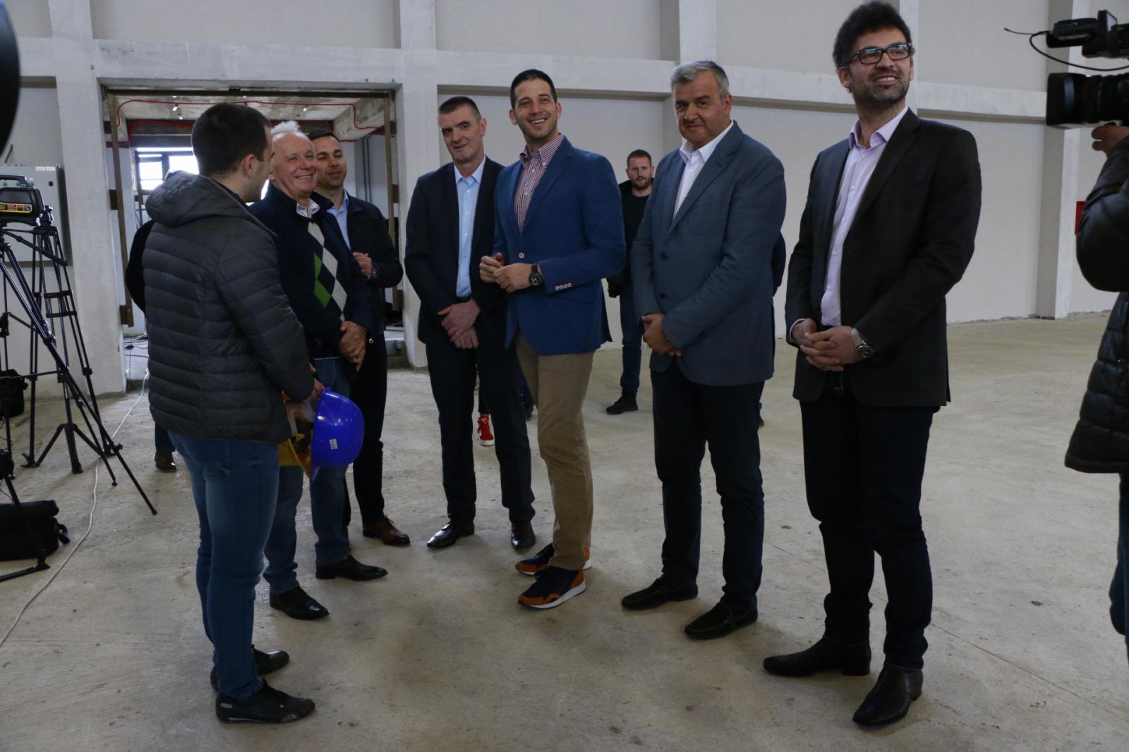 Ministar Udovičić obišao završne radove na sportskoj hali u Mionici