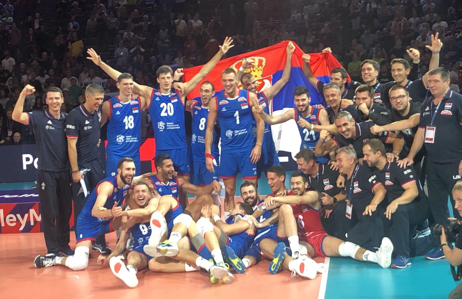 Министар Удовичић честитао златну медаљу одбојкашима
