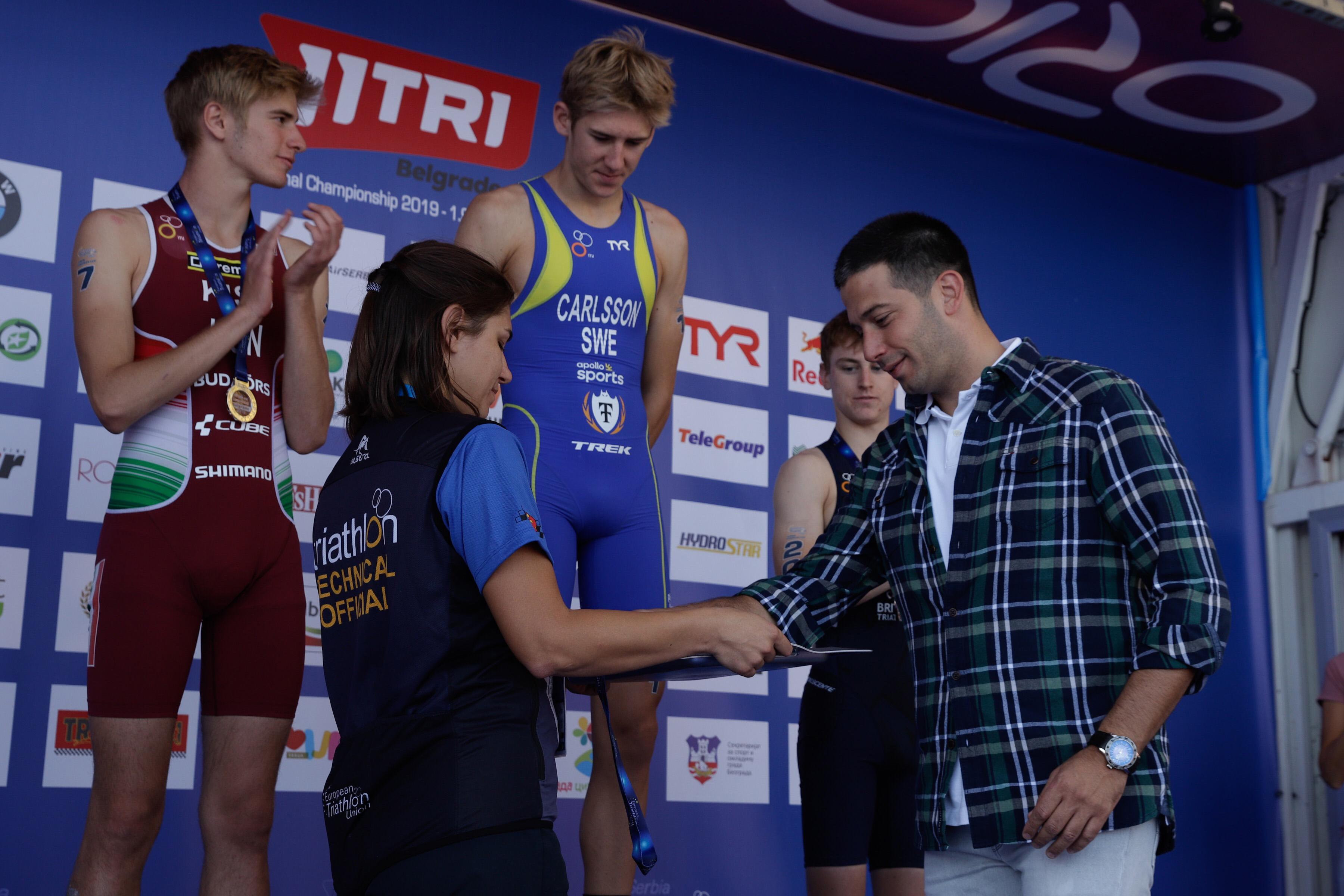 Ministar Udovičić uručio medalje najboljim mladim triatloncima