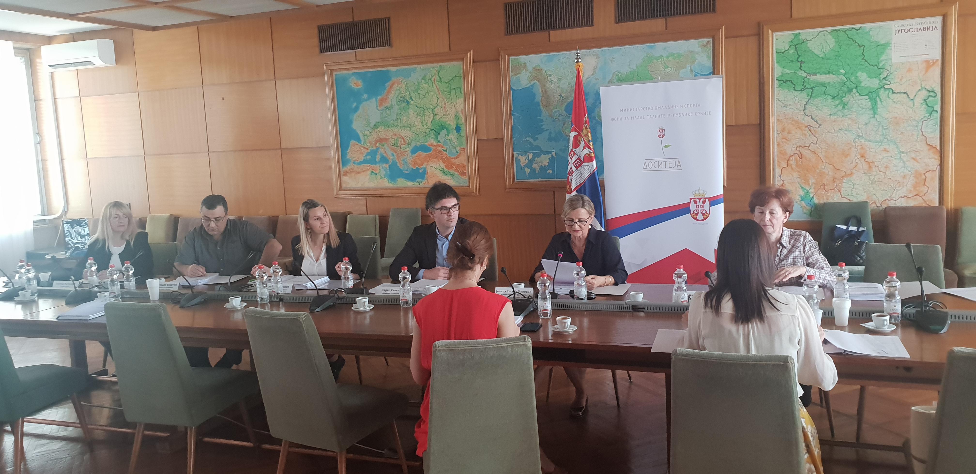 Usvojena lista dobitnika 1409 stipendija Fonda za mlade talente za studije u Republici Srbiji