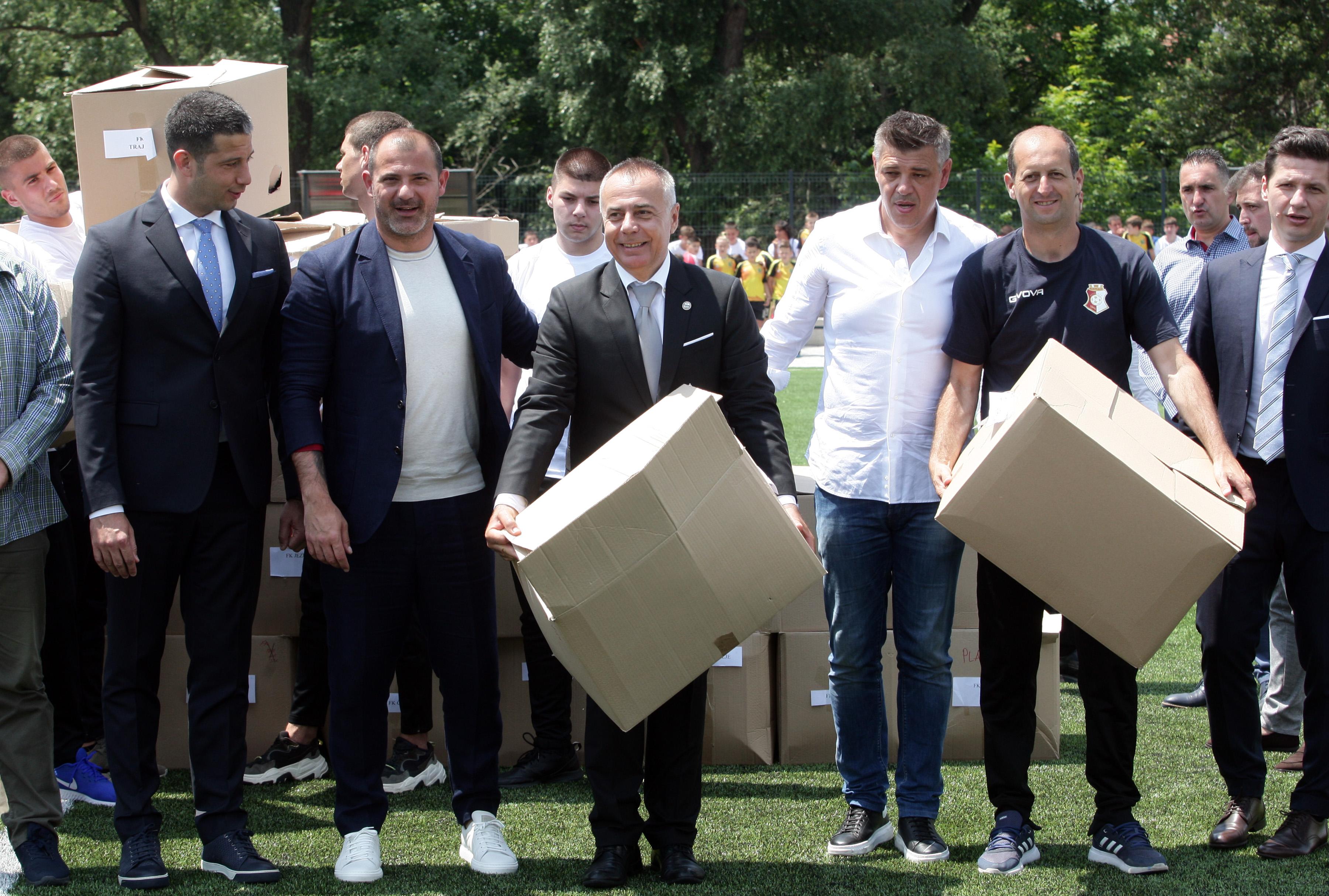 Министар Удовичић отворио реконструисани терен у Крушевцу