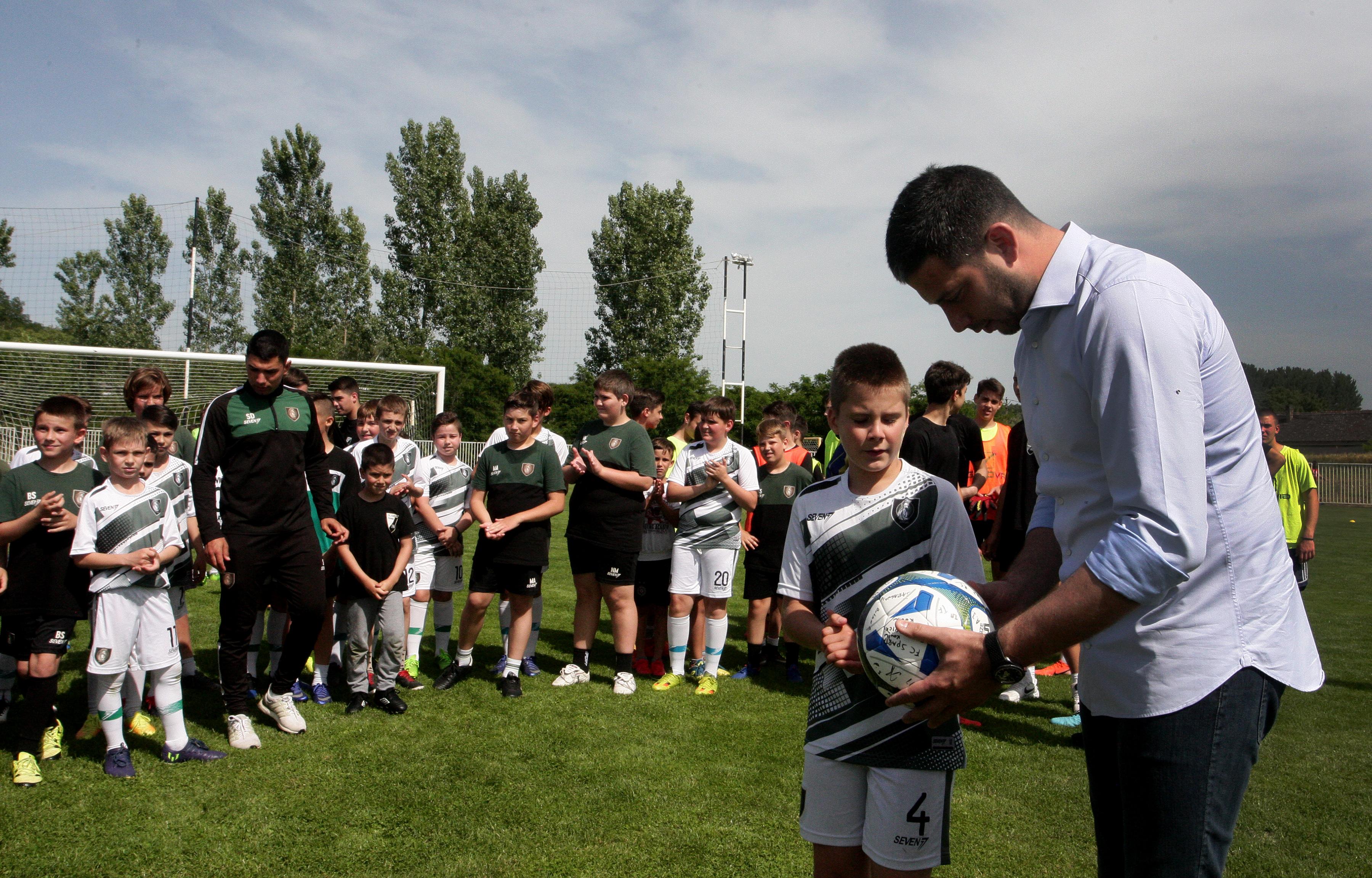 Министар Удовичић отворио Мали сајам спорта у Вршцу и посетио спортисте из Ковина