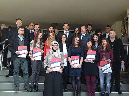 Udovičić dodelio državne stipendije najboljim novopazarskim studentima