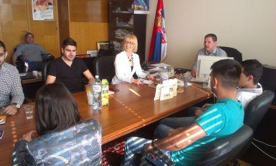 Боровчанин са представницима удружења младих Ромкиња и Рома