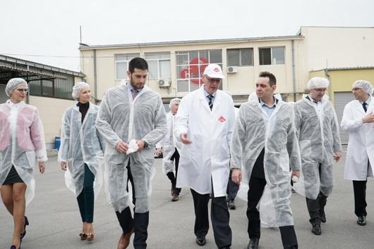 Министар омладине и спорта Вања Удовичић у оквиру пројекта за запошљавање младих у Србији посетио компанију Бамби у Пожаревцу