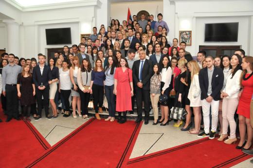 Двеста стипендија за студенте у Нишу
