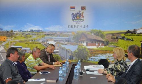 Помоћница министра Снежана Клашња у посети општини Пећинци и волонтерском кампу у Купинову