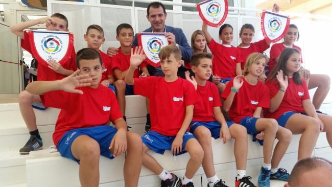 Деца из Србије на пријатељској фудбалској утакмици у Милану, Дејан Станковић поново на терену