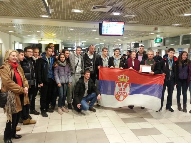 Ученици Математичке гимназије, освајачи шест медаља на Олимпијади у Казахстану, стигли у Србију!