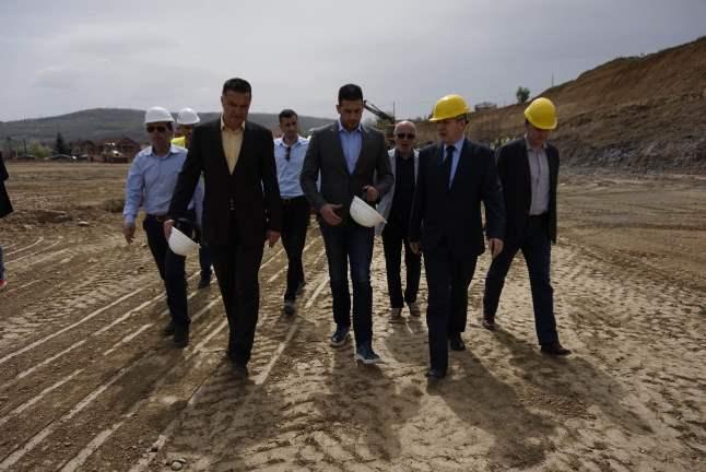 Удовичић обишао радове на изградњи атлетског стадиона у Новом Пазару