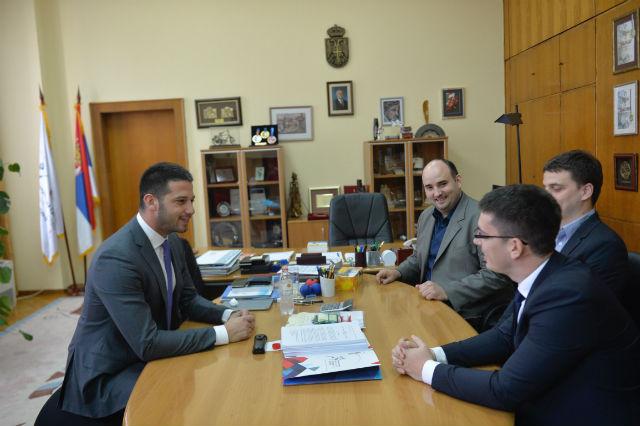 Udovičić sa tvorcima električnog traktora: Podržite srpski tim na putu do finala!