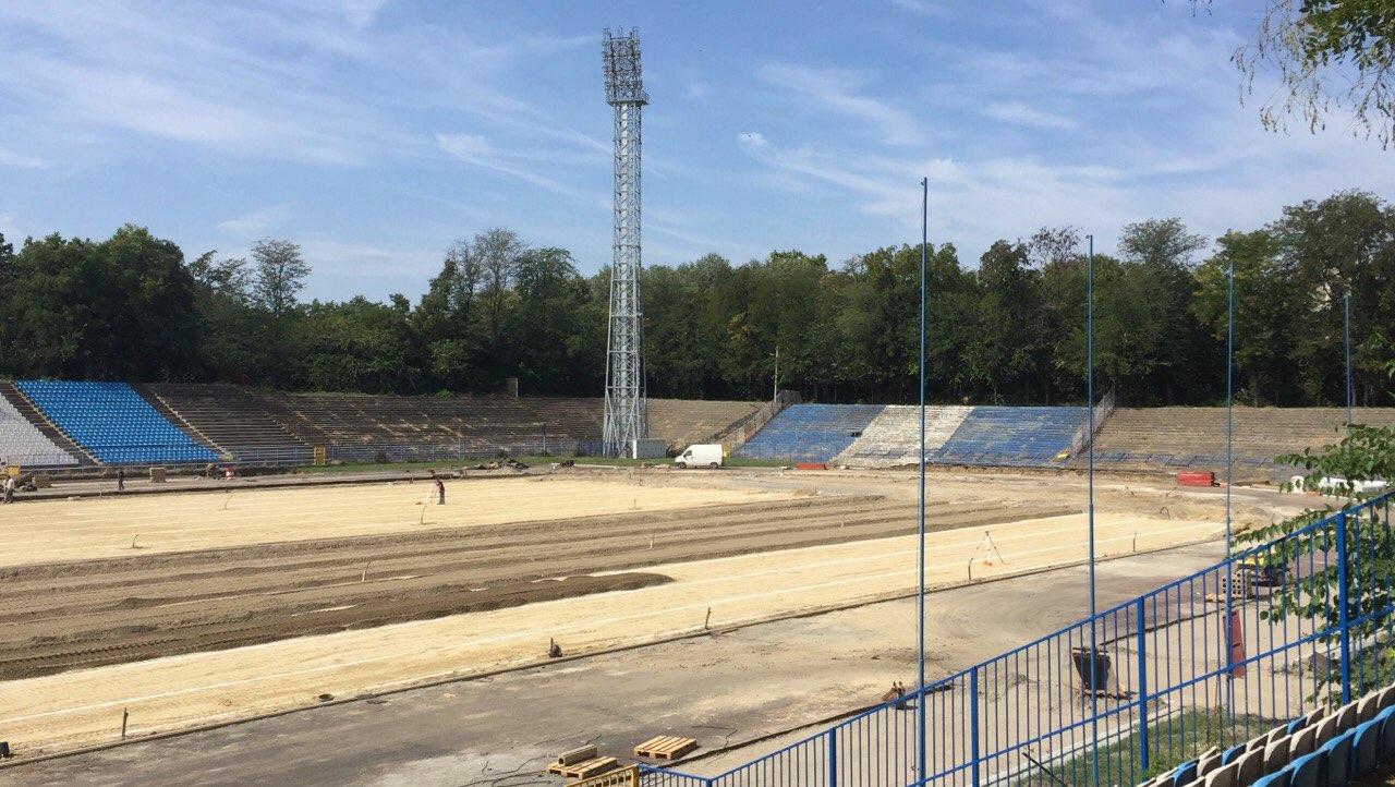 Радови на реконструкцији атлетске стазе на Градском стадиону у Суботици