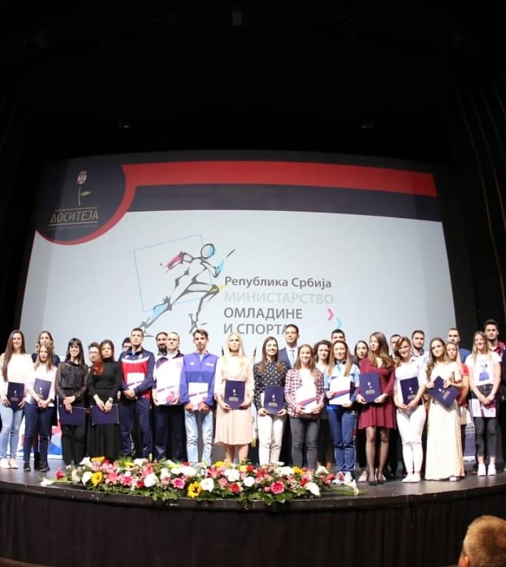 Министар Удовичић доделио стипендије студентима и спортистима