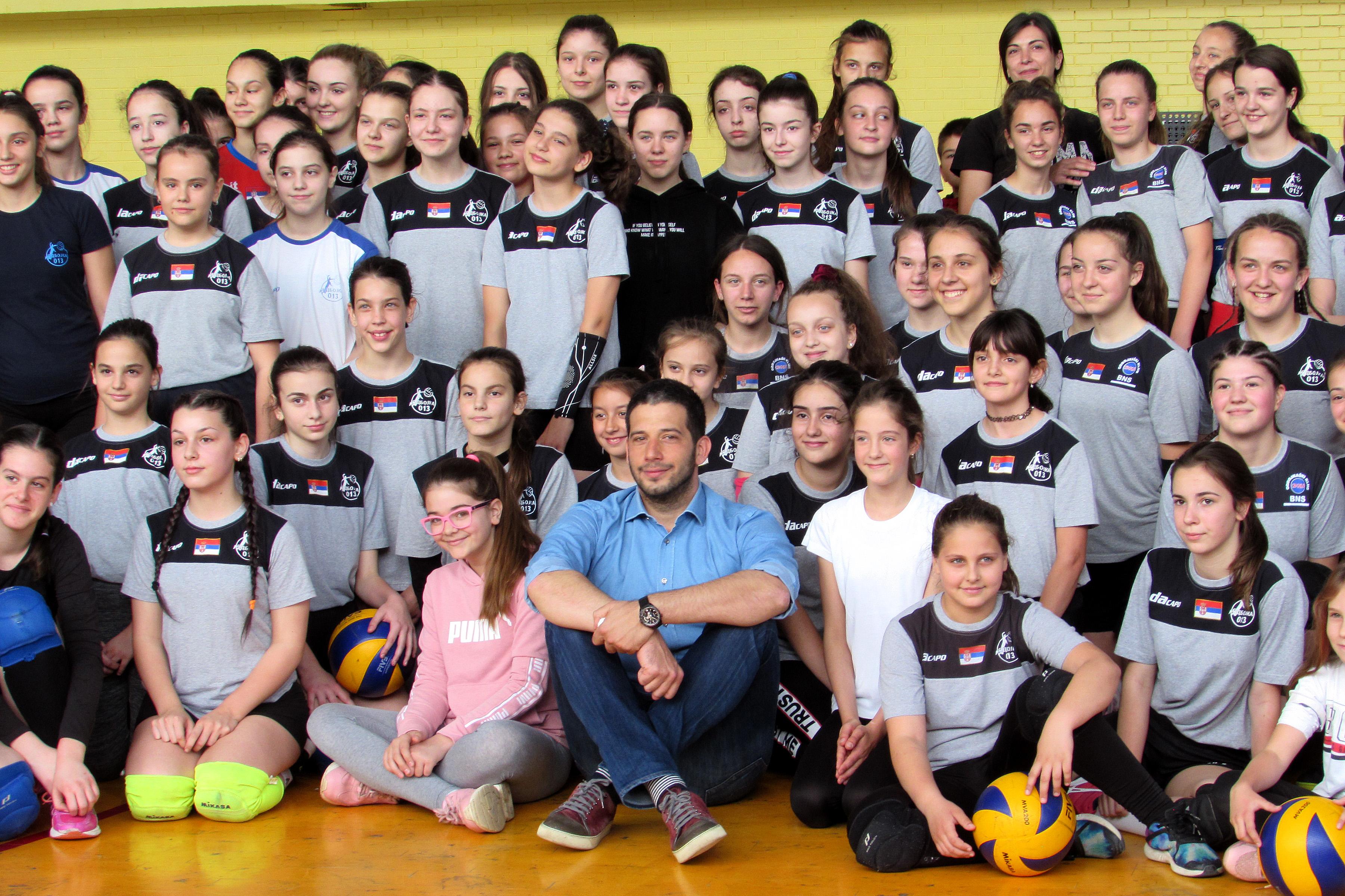 Министар Удовичић са младим спортистима у Панчеву