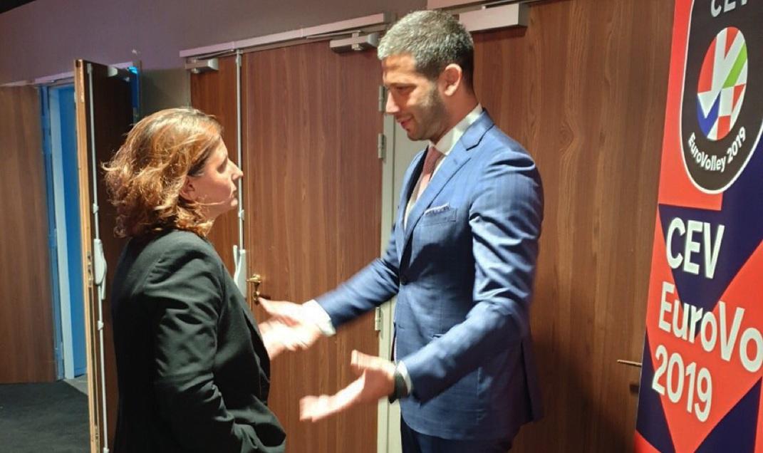 Билатерални сусрет министра Удовичића са француском министарком спорта Роксаном Марачинеану
