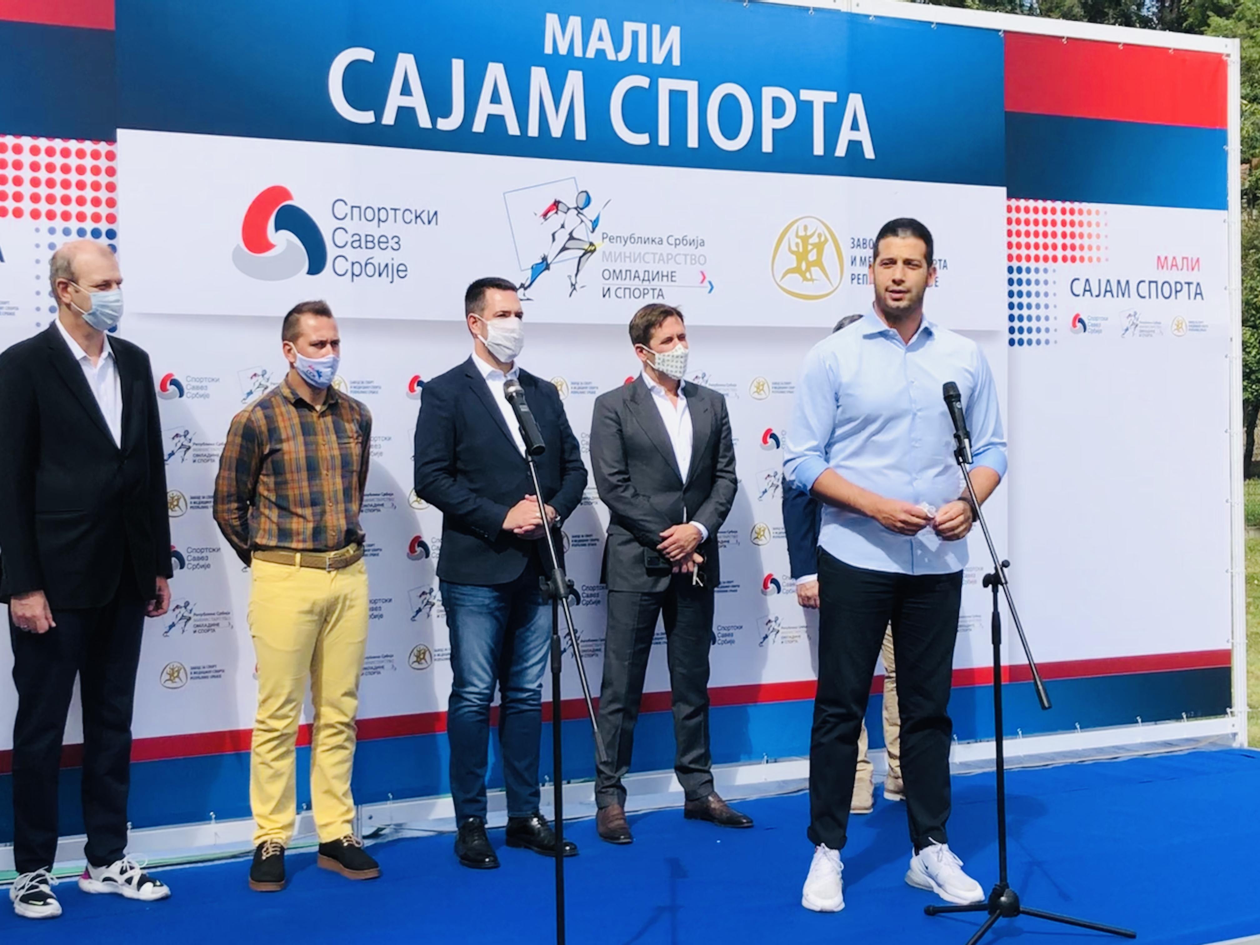 """Ministar Udovičić otvorio """"Mali sajam sporta"""" i obišao radove na atletskom stadionu u Kraljevu"""
