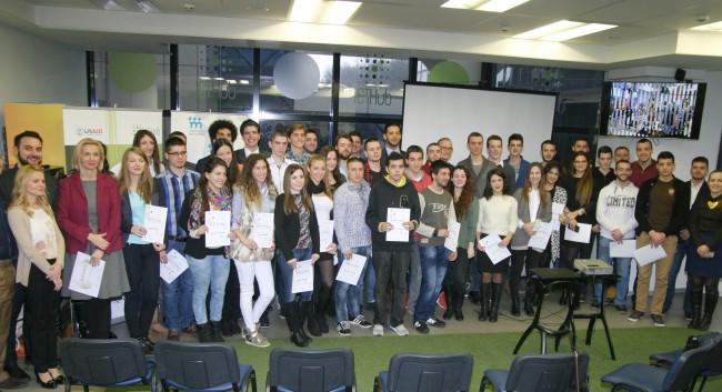 Ministar omladine i sporta, Vanja Udovicic, sa studentima polaznicima projekta Nova tehnoloska preduzeca